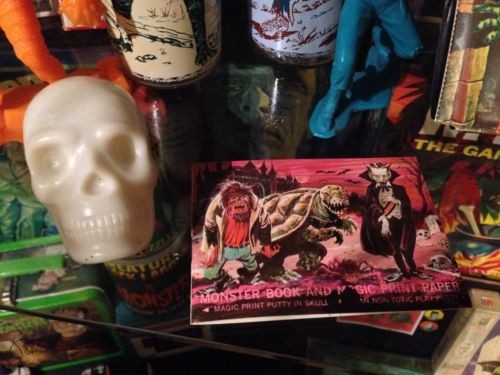 1960s-monster-print-putty-loose_1_cbf5ddad86b916cafb46cb65ce3f572f
